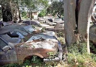 Policía podrá destruir más de 5000 vehículos abandonados, según oficio judicial