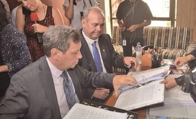 """""""Para la Fiscalía, Cartes es un ser superior"""", sostiene abogado de Ferreiro"""