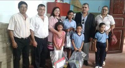 Distribuyen kits escolares en San Pedro