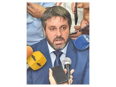 Manuel Doldán solo mostró los informes