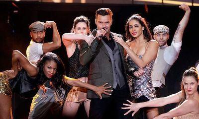 """Ricky Martin estrena mundialmente su nuevo sencillo y video """"TIBURONES"""""""