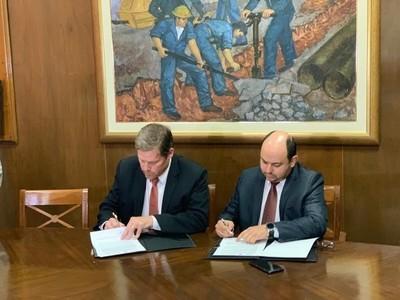 Aseguran provisión de cemento para obras de Essap, mediante firma de convenio con la INC