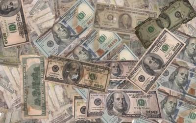 Dólares marcados o manchados: bancos afirman que exigencia para rechazarlos viene de afuera