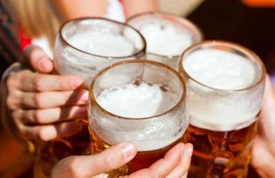 Beber una cerveza en el desayuno es más sano que tomar un yogurt