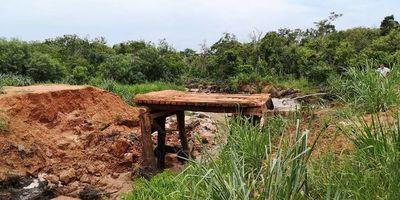 Pobladores solicitan pronta reparación de puentes en zona de Ypejhú