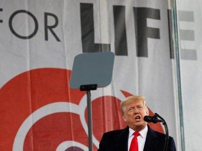 Trump busca el voto de mujeres conservadoras en una gran marcha antiabortista