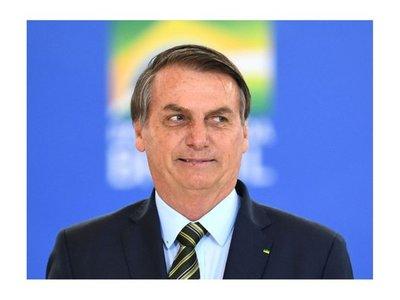 """Bolsonaro: """"Cada vez más, el indígena es ser humano como nosotros"""""""