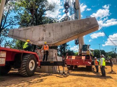 Elevan primer dintel que sostendrá viaducto del Corredor Vial Botánico