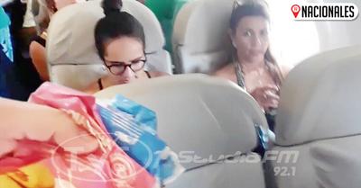 Paraguayito ofreció caramelo y chipa en avión
