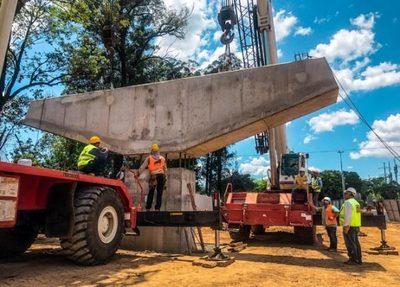 Montan primer dintel del viaducto del Corredor Vial Botánico