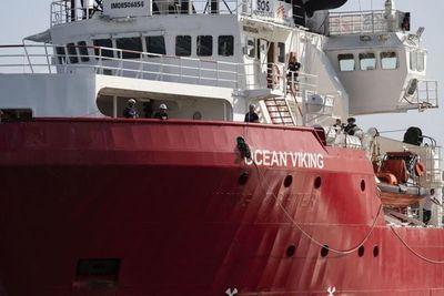 """El barco humanitario """"Ocean Viking"""" salva a otros 59 migrantes en el mar"""