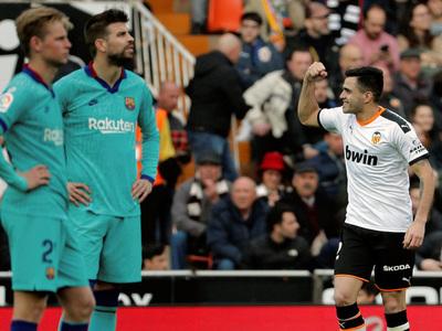 Valencia derrota a Barcelona en Mestalla, trece años después