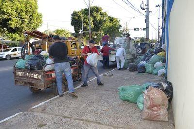 San Antonio: vecinos llevan su basura a la municipalidad