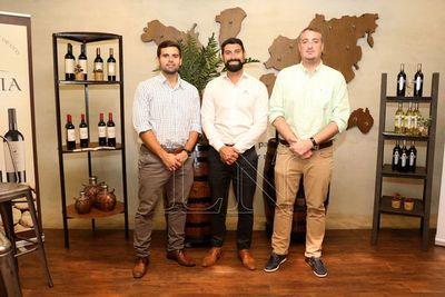 Bebidas del Paraguay presentó sus vinos