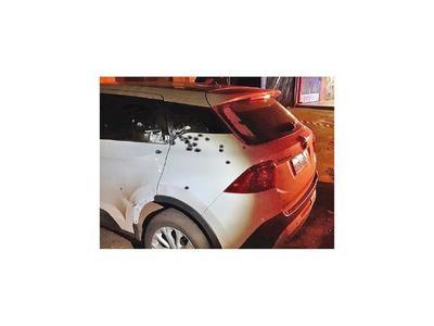 Atentan contra  un vehículo y la casa del concejal Julio Vega