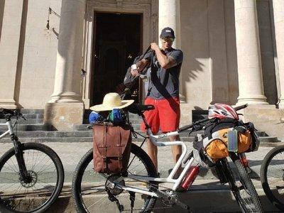 Paraguayo inicia recorrido por Sudamérica en bicicleta