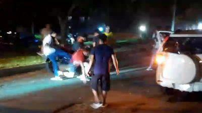Corredores clandestinos en moto casi linchan a un conductor