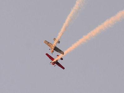 Pilotos se lucen con piruetas aéreas en espectáculo distinto a la costanera