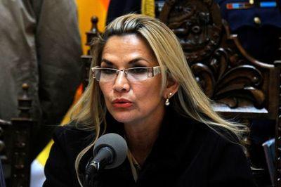 Presidenta de Bolivia pide la renuncia de todos sus ministros