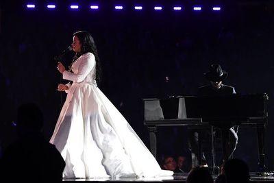 Demi Lovato pone a los Grammy en pie en su regreso a los escenarios