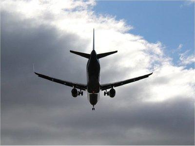 Un avión de pasajeros se estrella en Afganistán y no deja supervivientes