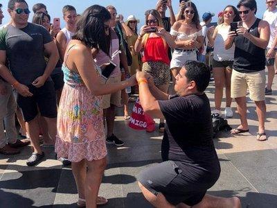 Le sorprendió con el anillo frente al Cristo Redentor