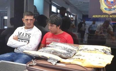 HOY / Iban a cobrar US$ 4.000 por llevar coca a España, irían a prisión de 10 a 25 años