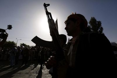 Rebeldes hutíes toman eje estratégico en torno a capital de Yemen