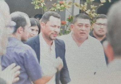 Con permiso judicial, Ulises Quintana participa del velorio de su padre