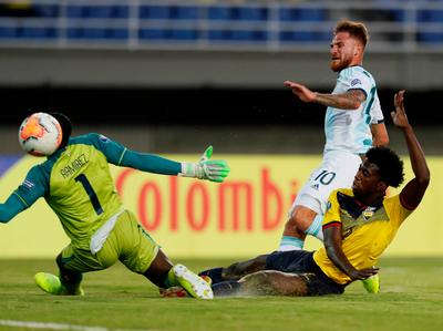 Argentina supera Ecuador y queda muy cerca del cuadrangular final