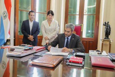 Mario Abdo reduce retenciones para pequeños productores dentro del IRE