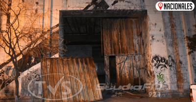 Hallan maniatada a niña indígena en un sucio depósito del centro