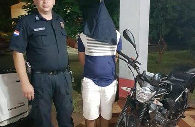 Detienen a hombre con motocicleta robada en Santa Ana