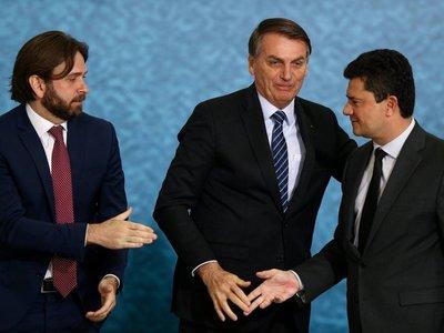 Bolsonaro despide a viceministro por usar avión de la FAB