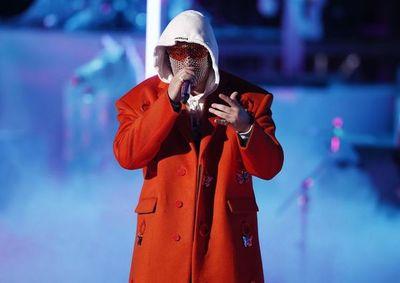 """Bad Bunny rinde tributo a Kobe Bryant con la canción """"6 Rings"""""""