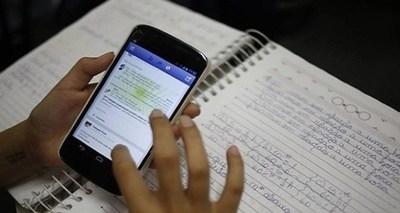 Desde este año el uso de celulares en instituciones educativas estará restringido por ley