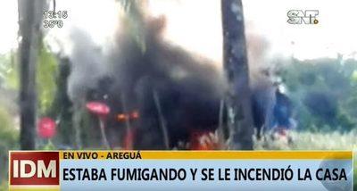 Quemando basura, un hombre terminó incendiando su casa