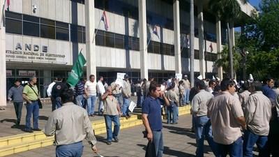 Plan para trancar tránsito en centro de Asunción: inician serie de actos contra tijerazos a contratos colectivos