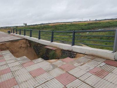 Se derrumba parte de un puente sobre la Costanera Norte