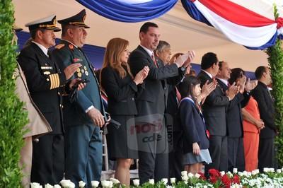 Políticos no estarán en el palco oficial durante desfile del 14 de mayo