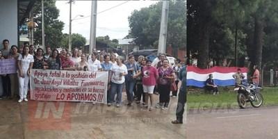 MANIFESTACIÓN A FAVOR Y EN CONTRA DEL DIRECTOR DEL HOSPITAL DE CNEL. BOGADO