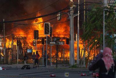 Un muerto y 124 detenidos en jornada de violencia tras protestas en Chile