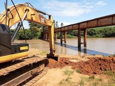 Se inicia trabajos para la construcción del puente sobre el río Monday