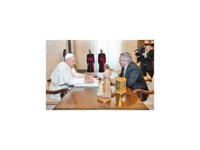 El Papa habla con el presidente argentino de deuda y pobreza