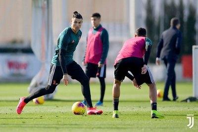 El paraguayo que entrena con el plantel principal de la Juventus