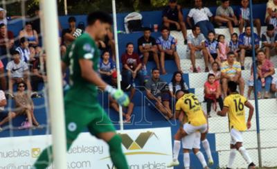 HOY / Guaraní anda sin freno, golea y toca la punta del campeonato