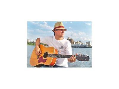El artista Ulises Silva canta en  Ciclo de Lunes Folclórico