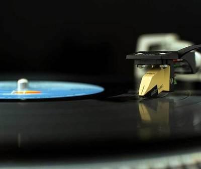 Venta de vinilos supera a la de los CD's por primera vez en 30 años