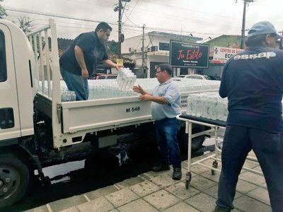 Essap distribuye botellas de agua a pacientes en hospitales de Asunción y Central
