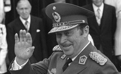 HOY / Materia aplazada: por qué en  escuelas no enseñan en qué  difieren dictadura y democracia